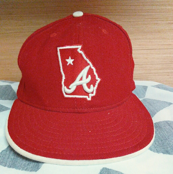 the latest 75385 e3ec6 Atlanta Braves rare fitted hat by New Era, All Red.  M 5a885991b7f72baaf6954582